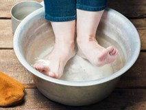 Người phụ nữ đột tử sau 5 phút ngâm chân với nước nóng, thói quen vào mùa đông này phải điều chỉnh sao cho đúng?