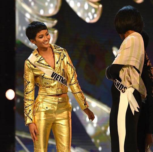 HHen Niê và Hồ Ngọc Hà, khi Hoa hậu bình dân đụng hàng biểu tượng thời trang-3