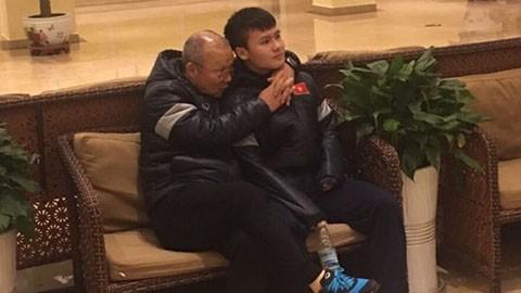 HLV Park Hang Seo tiết lộ lý do hay ôm, hôn các cầu thủ U23 Việt Nam với 4 ngôi sao Hàn-2