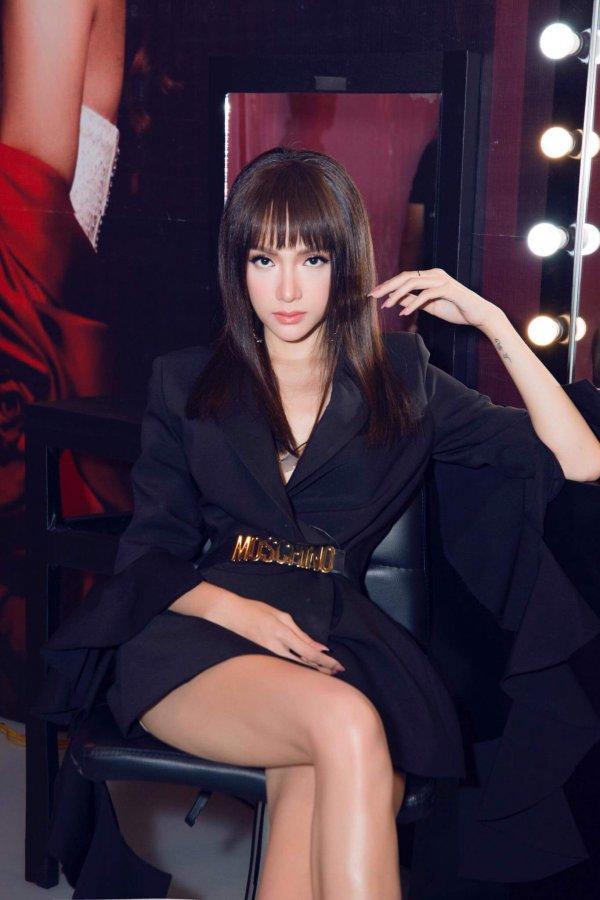 Hương Giang Idol đã đạt đến cảnh giới này rồi sao: ĐẸP bất chấp kiểu tóc hay mẫu váy kén dáng nhất-6
