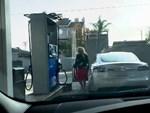 Tesla bị kiện đòi bồi thường vì xe bốc cháy-2