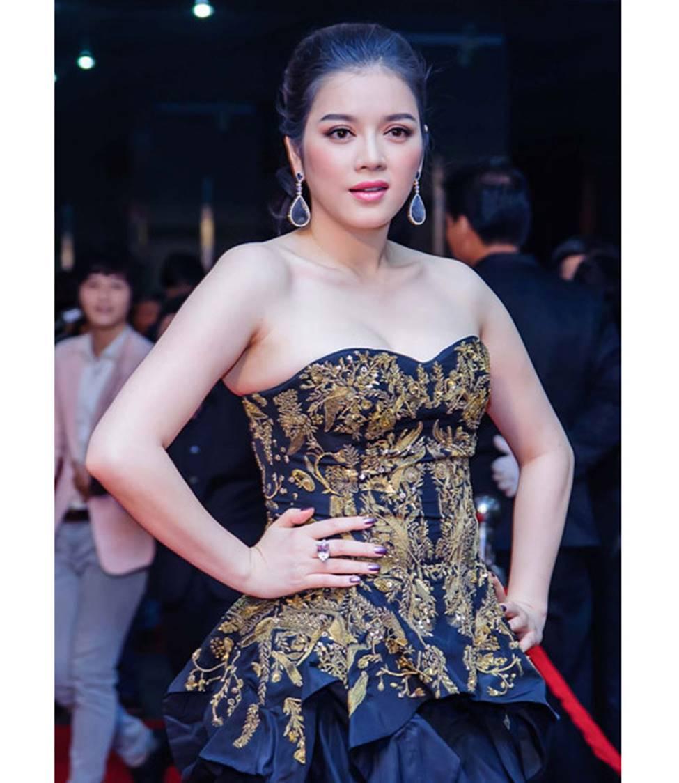 Mai Phương Thúy, Phi Thanh Vân lộ mỡ vì quần áo gợi cảm nhưng phản chủ-11