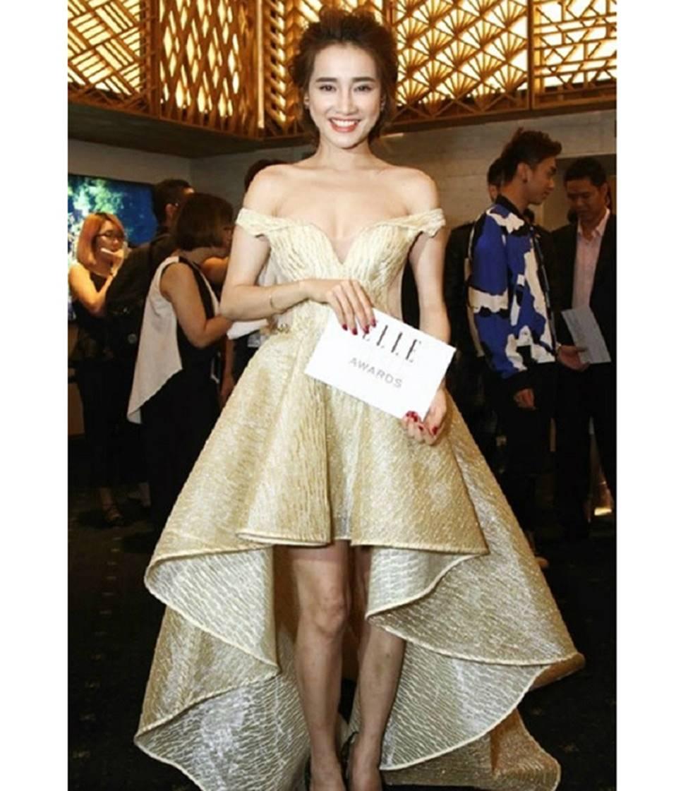 Mai Phương Thúy, Phi Thanh Vân lộ mỡ vì quần áo gợi cảm nhưng phản chủ-13