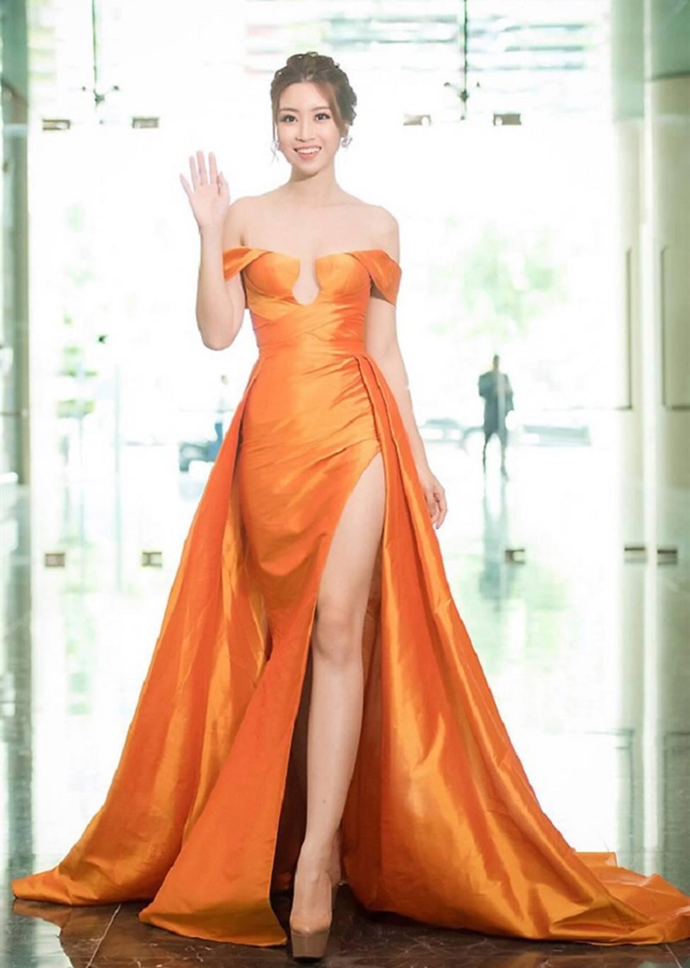 Mai Phương Thúy, Phi Thanh Vân lộ mỡ vì quần áo gợi cảm nhưng phản chủ-16