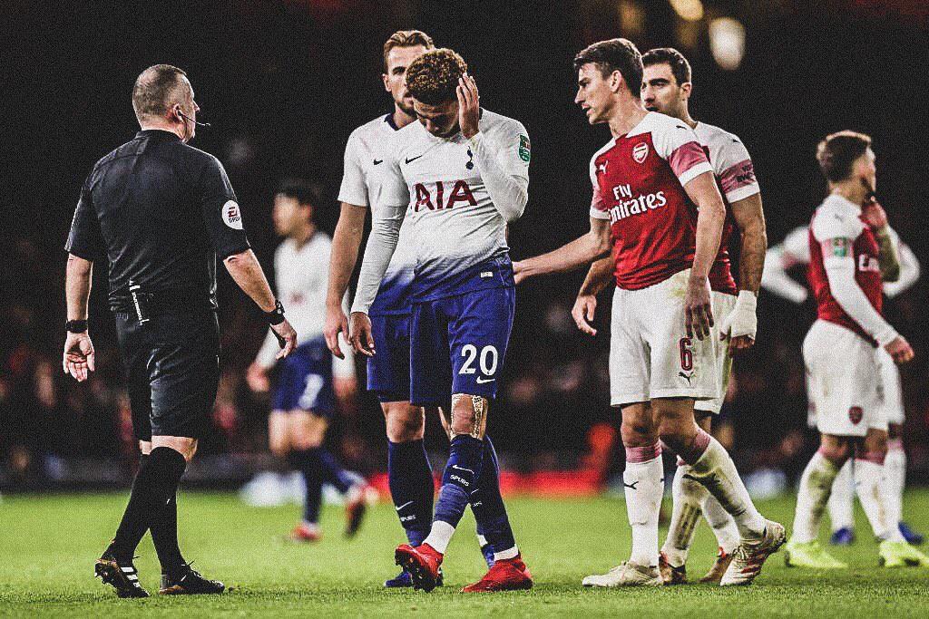 Bị CĐV Arsenal ném chai nước vào đầu, đồng đội của Son Heung-min đáp trả cực mạnh-1