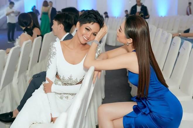 Không còn là Hoa hậu nghèo nhất VBiz, Đỗ Mỹ Linh mang trang sức tiền tỷ thắp sáng thảm đỏ-13