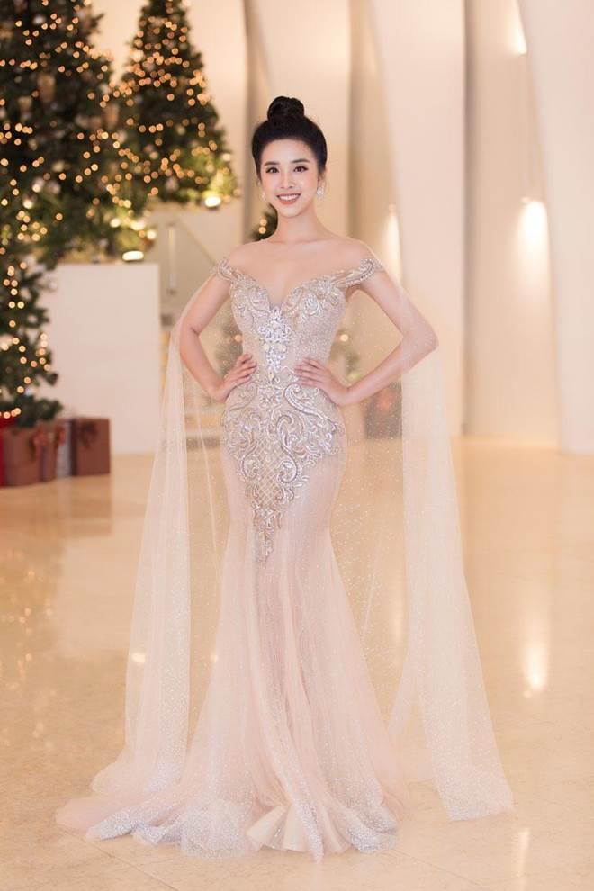 Không còn là Hoa hậu nghèo nhất VBiz, Đỗ Mỹ Linh mang trang sức tiền tỷ thắp sáng thảm đỏ-17