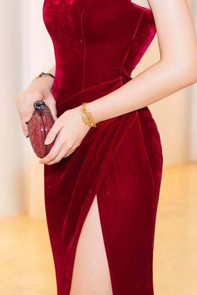 Không còn là Hoa hậu nghèo nhất VBiz, Đỗ Mỹ Linh mang trang sức tiền tỷ thắp sáng thảm đỏ-4