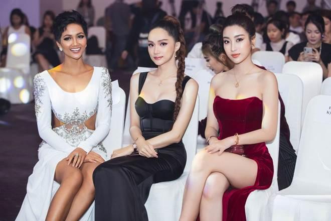 Không còn là Hoa hậu nghèo nhất VBiz, Đỗ Mỹ Linh mang trang sức tiền tỷ thắp sáng thảm đỏ-5