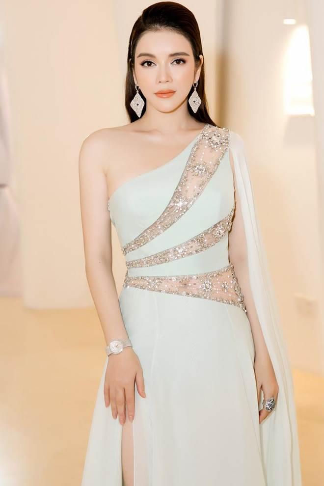 Không còn là Hoa hậu nghèo nhất VBiz, Đỗ Mỹ Linh mang trang sức tiền tỷ thắp sáng thảm đỏ-8