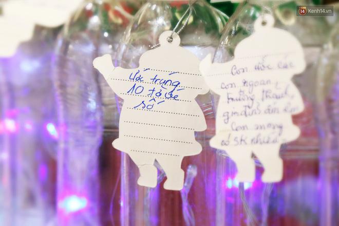 Những điều ước giản đơn trên cây thông Noel làm bằng vỏ chai nhựa ở Sài Gòn: Con ước ba mẹ sẽ không cãi nhau nữa...-6