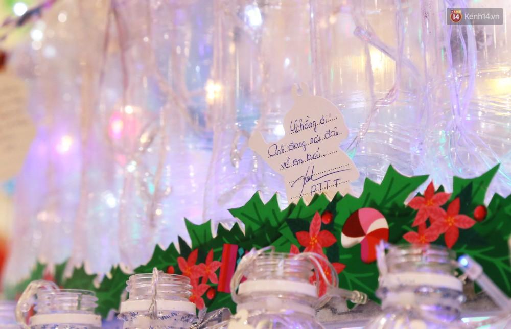 Những điều ước giản đơn trên cây thông Noel làm bằng vỏ chai nhựa ở Sài Gòn: Con ước ba mẹ sẽ không cãi nhau nữa...-8