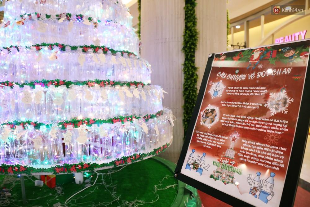 Những điều ước giản đơn trên cây thông Noel làm bằng vỏ chai nhựa ở Sài Gòn: Con ước ba mẹ sẽ không cãi nhau nữa...-15