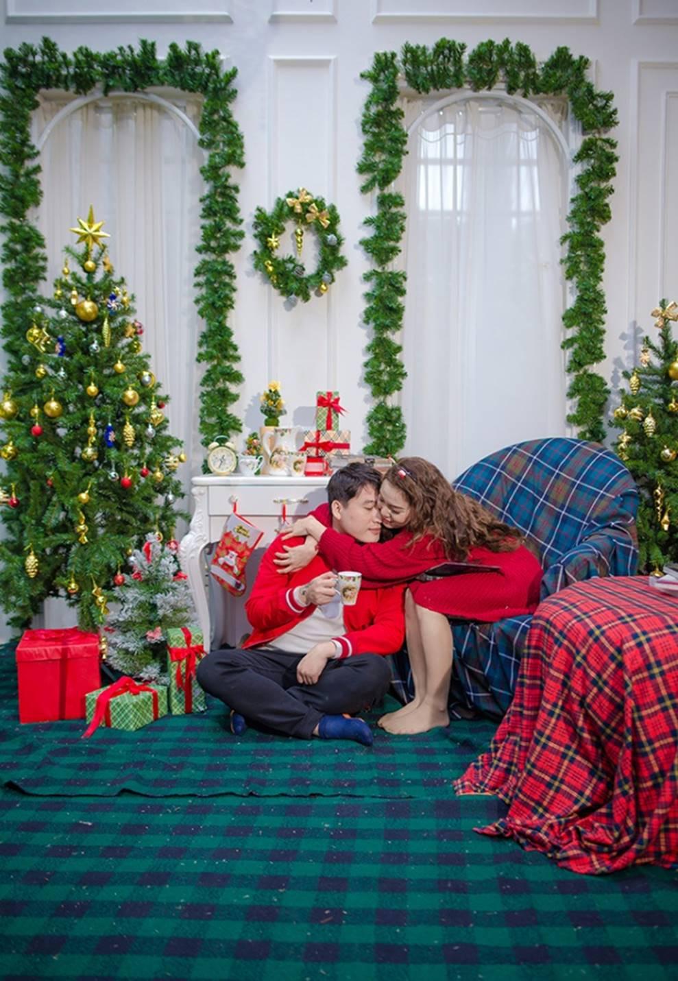 Ngọc Anh tình tứ cùng bạn trai tin đồn ít tuổi trong bộ ảnh Giáng sinh-13