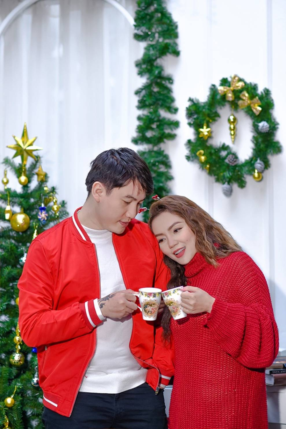 Ngọc Anh tình tứ cùng bạn trai tin đồn ít tuổi trong bộ ảnh Giáng sinh-2