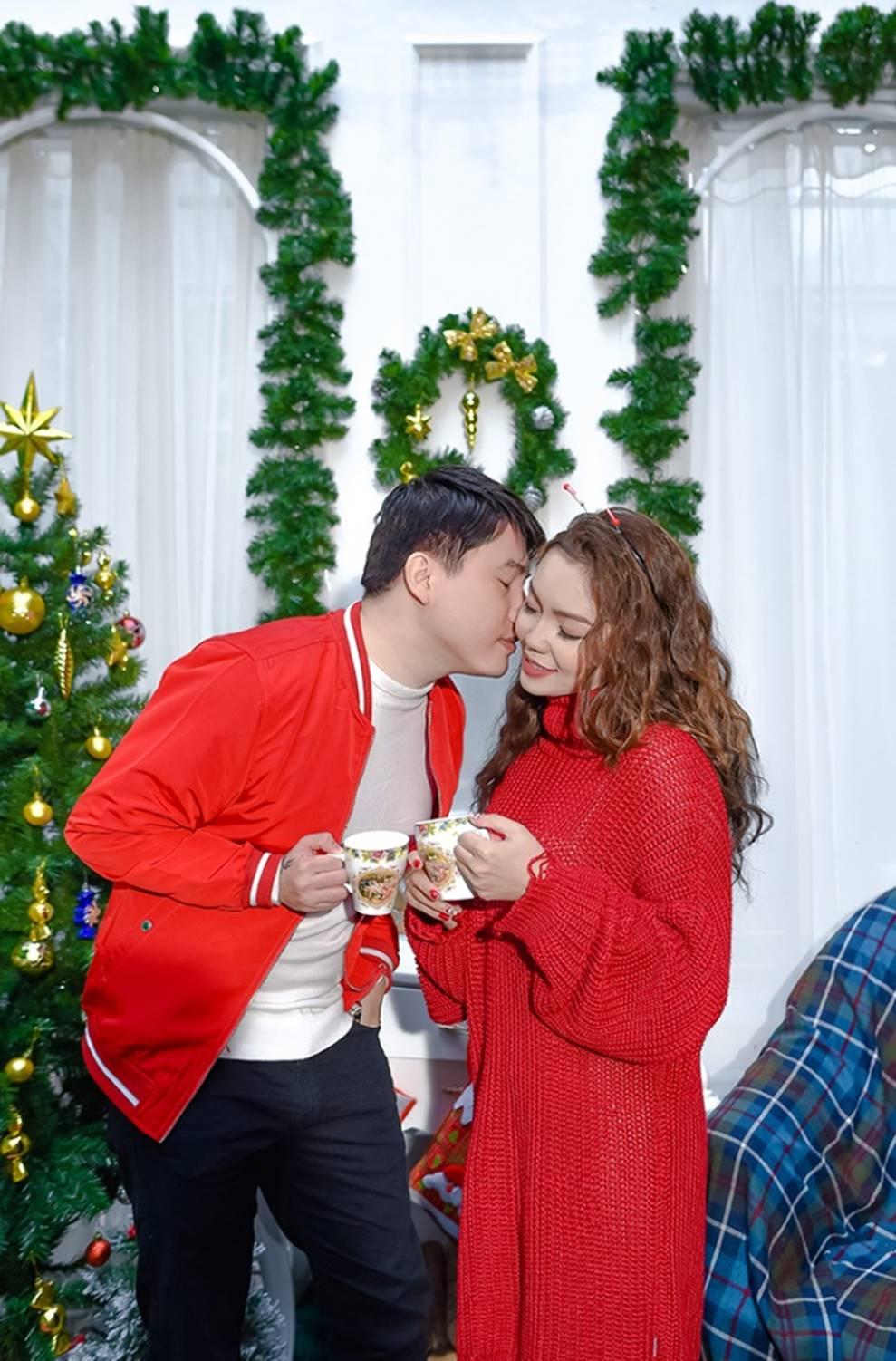 Ngọc Anh tình tứ cùng bạn trai tin đồn ít tuổi trong bộ ảnh Giáng sinh-3