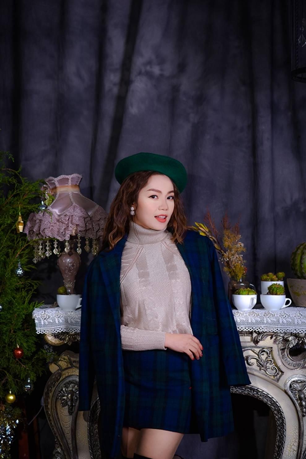 Ngọc Anh tình tứ cùng bạn trai tin đồn ít tuổi trong bộ ảnh Giáng sinh-4