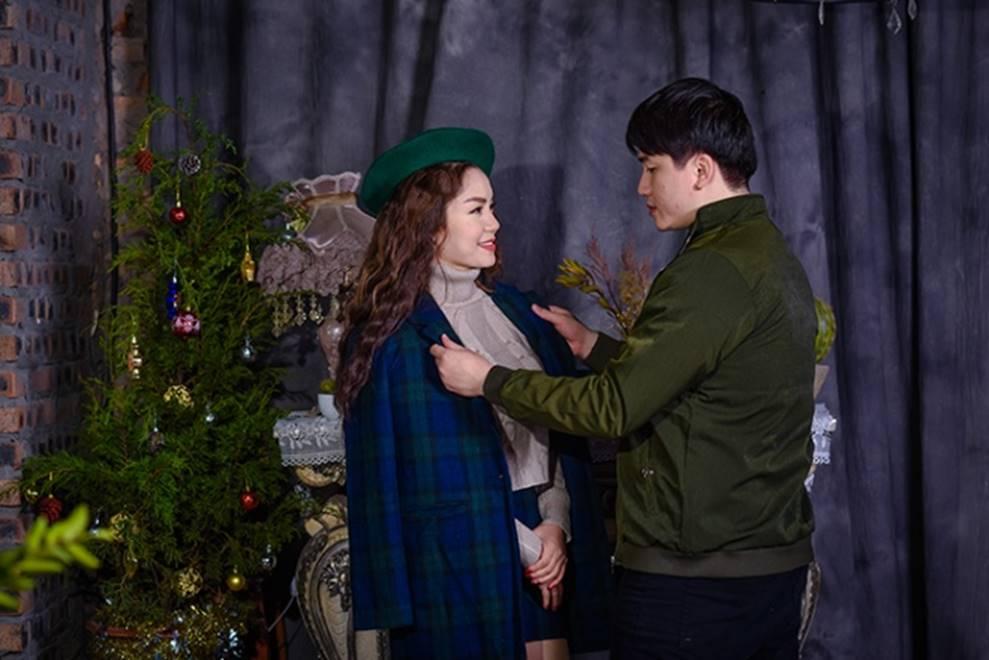 Ngọc Anh tình tứ cùng bạn trai tin đồn ít tuổi trong bộ ảnh Giáng sinh-5
