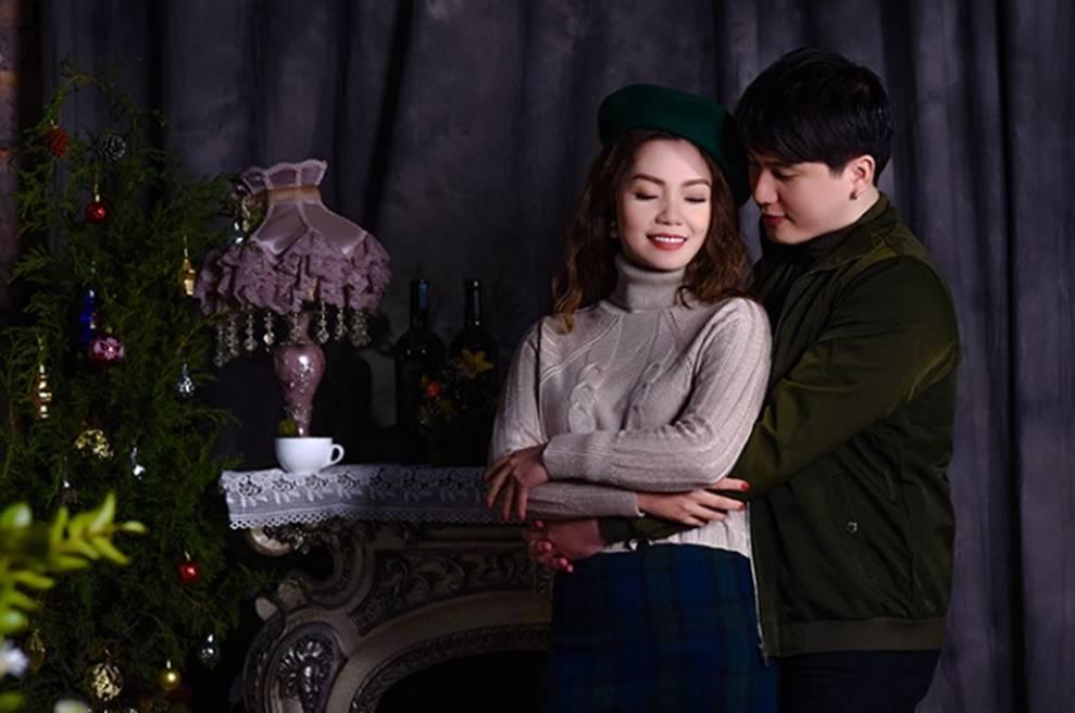 Ngọc Anh tình tứ cùng bạn trai tin đồn ít tuổi trong bộ ảnh Giáng sinh-6