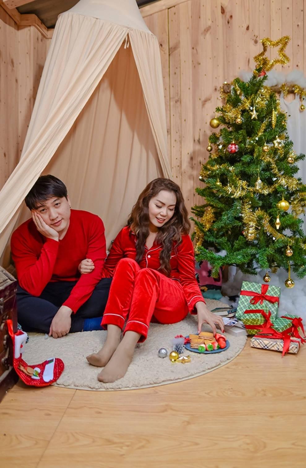 Ngọc Anh tình tứ cùng bạn trai tin đồn ít tuổi trong bộ ảnh Giáng sinh-9