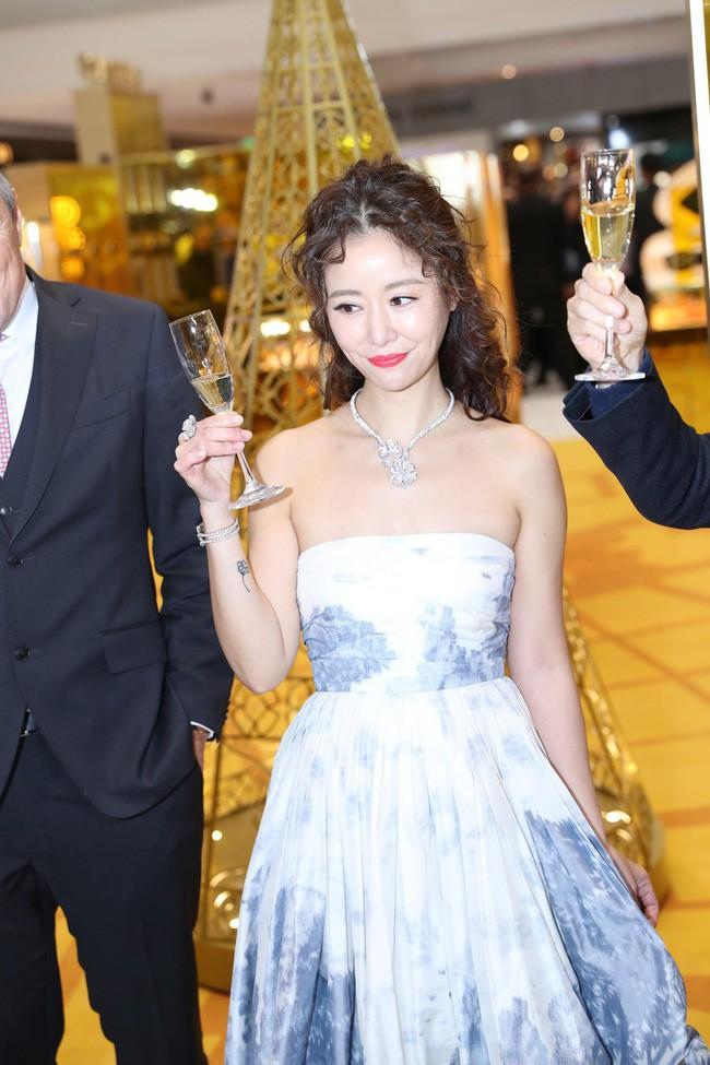 2018 - Năm đại hạn của Lâm Tâm Như: Bị truyền thông dìm hàng tơi tả, cưới chồng nhưng suốt ngày bị dọa ly hôn-4