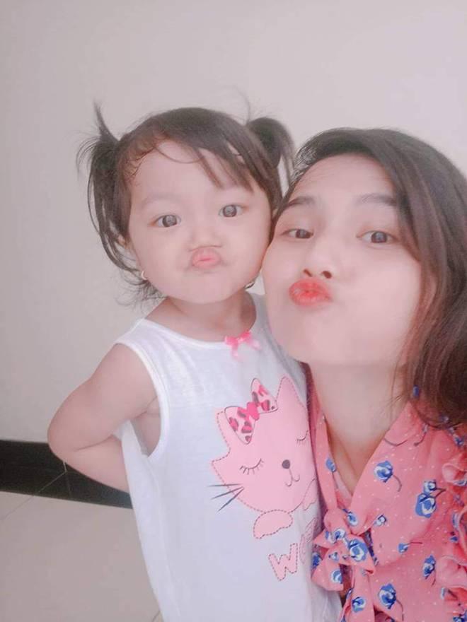 Chị từ chối lấy chồng để đăng quang, em gái HHen Nie đã kết hôn 3 năm, con 2 tuổi-10