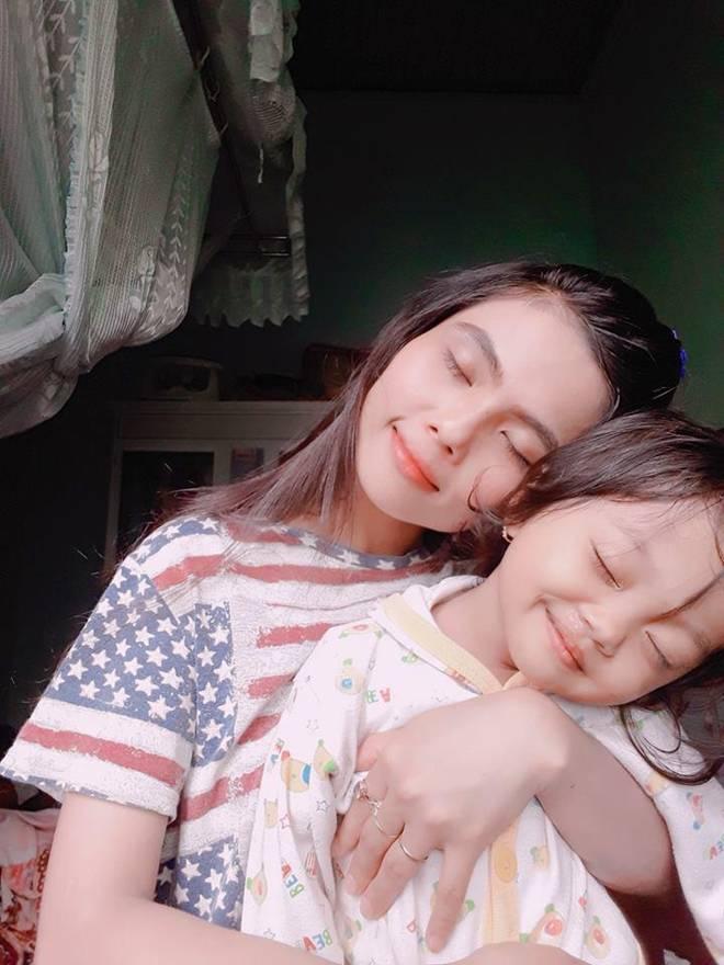 Chị từ chối lấy chồng để đăng quang, em gái HHen Nie đã kết hôn 3 năm, con 2 tuổi-8