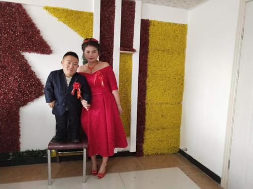 Vượt qua mọi rào cản, cô gái Trung Quốc quyết lấy chồng cao 90cm khiến cả MXH xôn xao-1