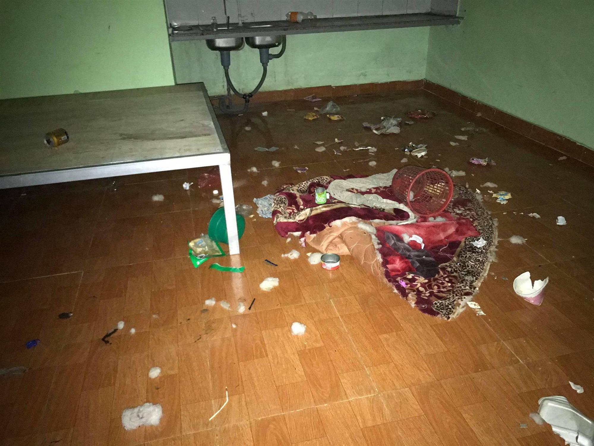 Tổng hợp những phòng trọ sinh viên bẩn nhất 2018, khi các thánh ở dơ ra ngoài áo quần lồng lộn nhưng về nhà bừa bộn không chịu nổi-16