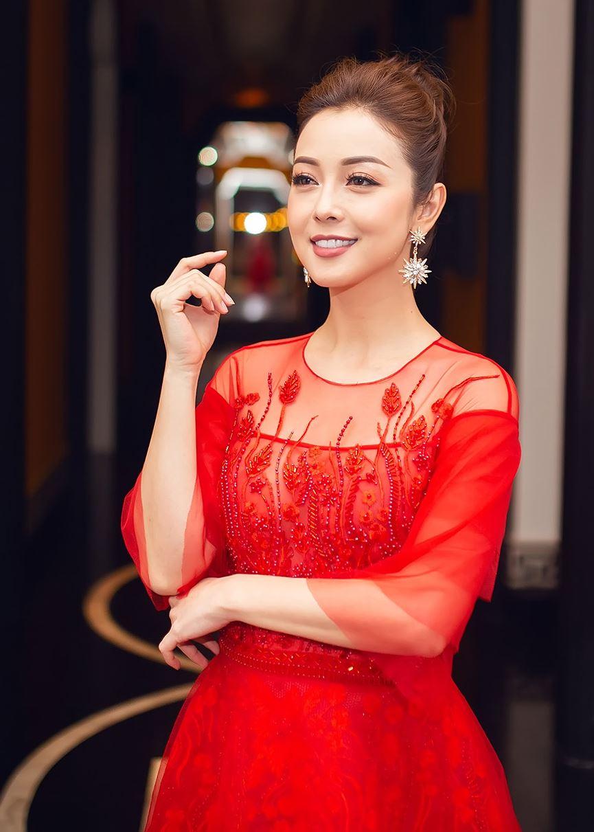 Jennifer Phạm mặc váy đỏ rực khuấy động không khí Giáng sinh-7