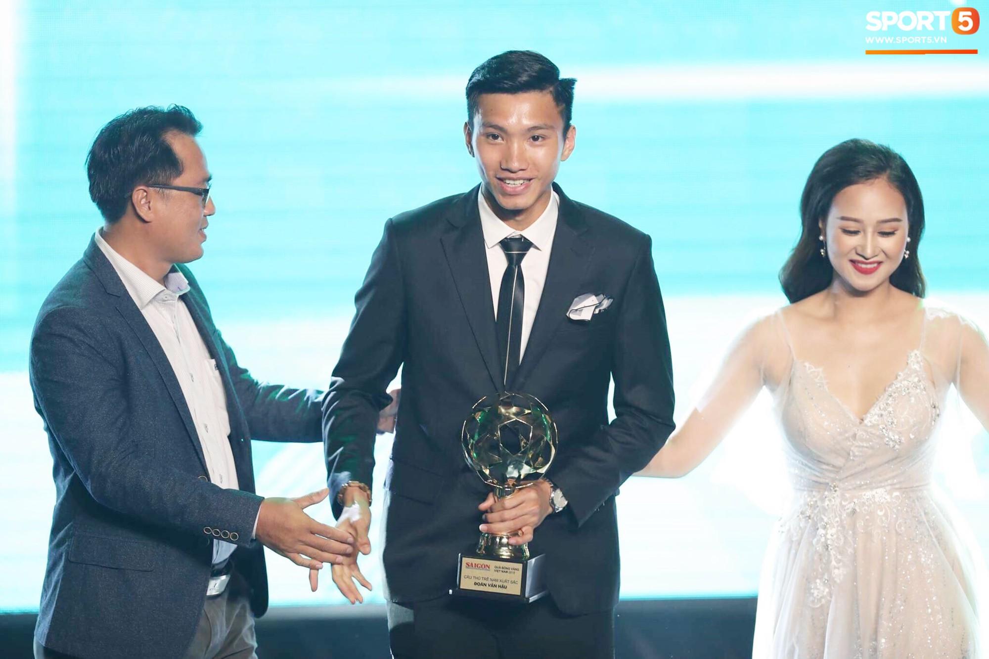 Đoàn Văn Hậu thắng giải Cầu thủ trẻ xuất sắc nhất năm 2018-1