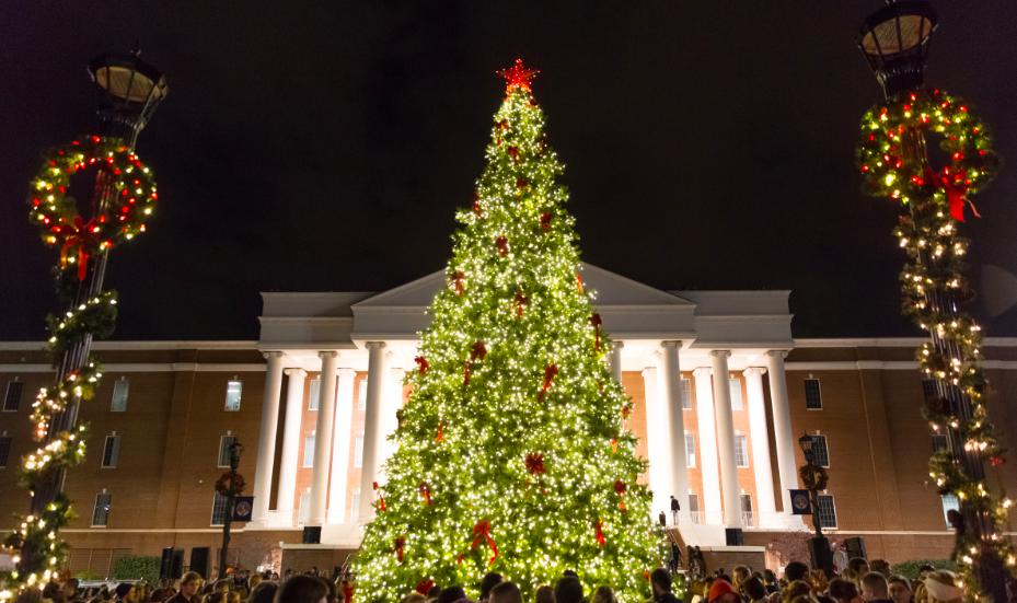 Choáng ngợp khung cảnh Noel ở các trường ĐH: Con nhà giàu sướng thật, đón Giáng sinh cũng chảnh hơn người!-1