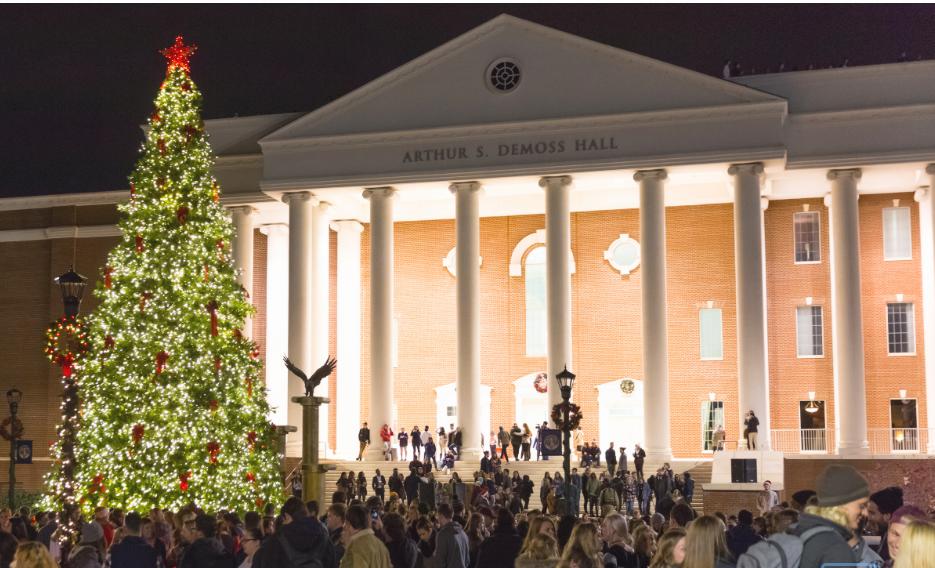 Choáng ngợp khung cảnh Noel ở các trường ĐH: Con nhà giàu sướng thật, đón Giáng sinh cũng chảnh hơn người!-2