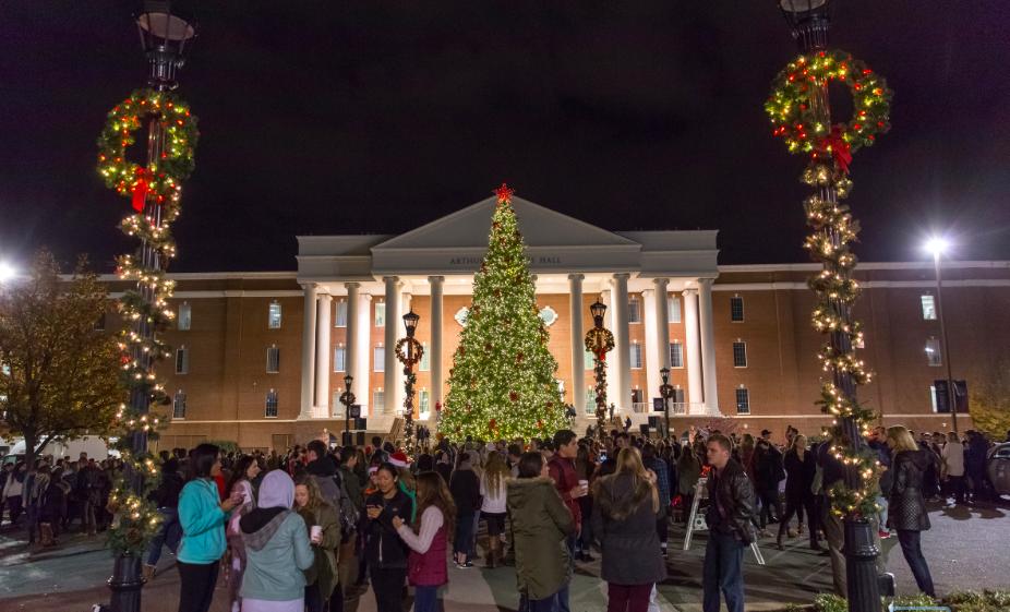 Choáng ngợp khung cảnh Noel ở các trường ĐH: Con nhà giàu sướng thật, đón Giáng sinh cũng chảnh hơn người!-6