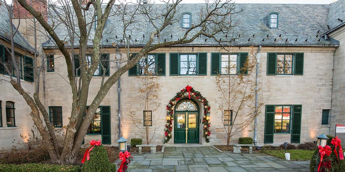 Choáng ngợp khung cảnh Noel ở các trường ĐH: Con nhà giàu sướng thật, đón Giáng sinh cũng chảnh hơn người!-7