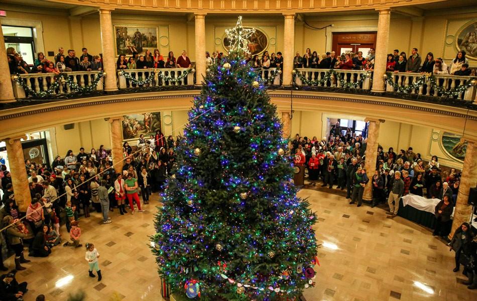 Choáng ngợp khung cảnh Noel ở các trường ĐH: Con nhà giàu sướng thật, đón Giáng sinh cũng chảnh hơn người!-9