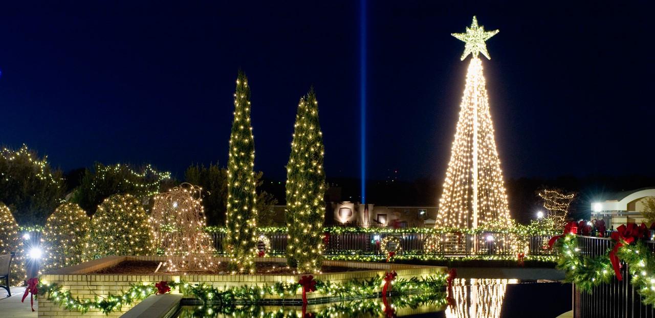 Choáng ngợp khung cảnh Noel ở các trường ĐH: Con nhà giàu sướng thật, đón Giáng sinh cũng chảnh hơn người!-10