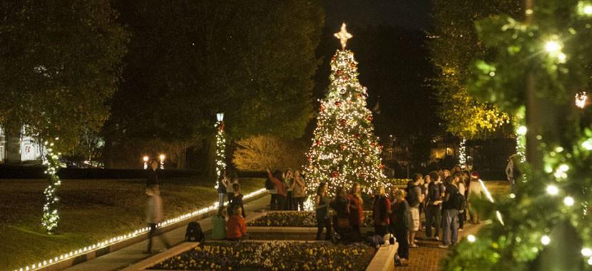 Choáng ngợp khung cảnh Noel ở các trường ĐH: Con nhà giàu sướng thật, đón Giáng sinh cũng chảnh hơn người!-11