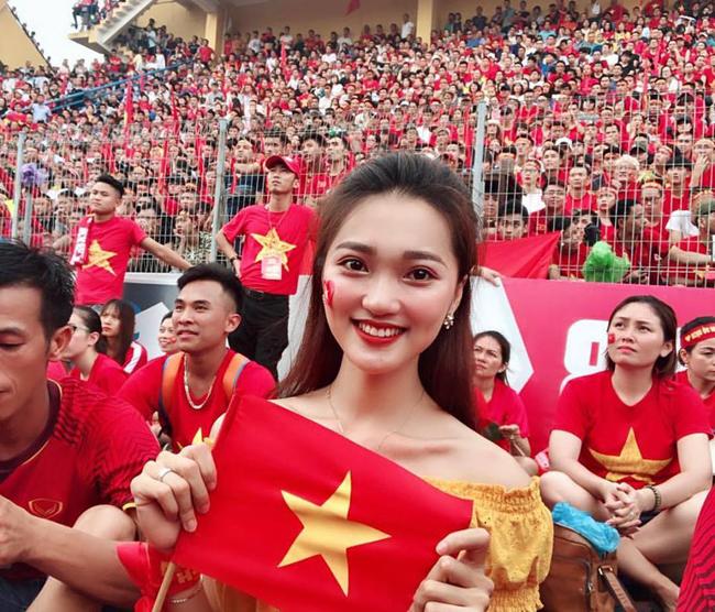 Hội bạn gái tin đồn cứ lộ diện là gây sốt của tuyển Việt Nam-5