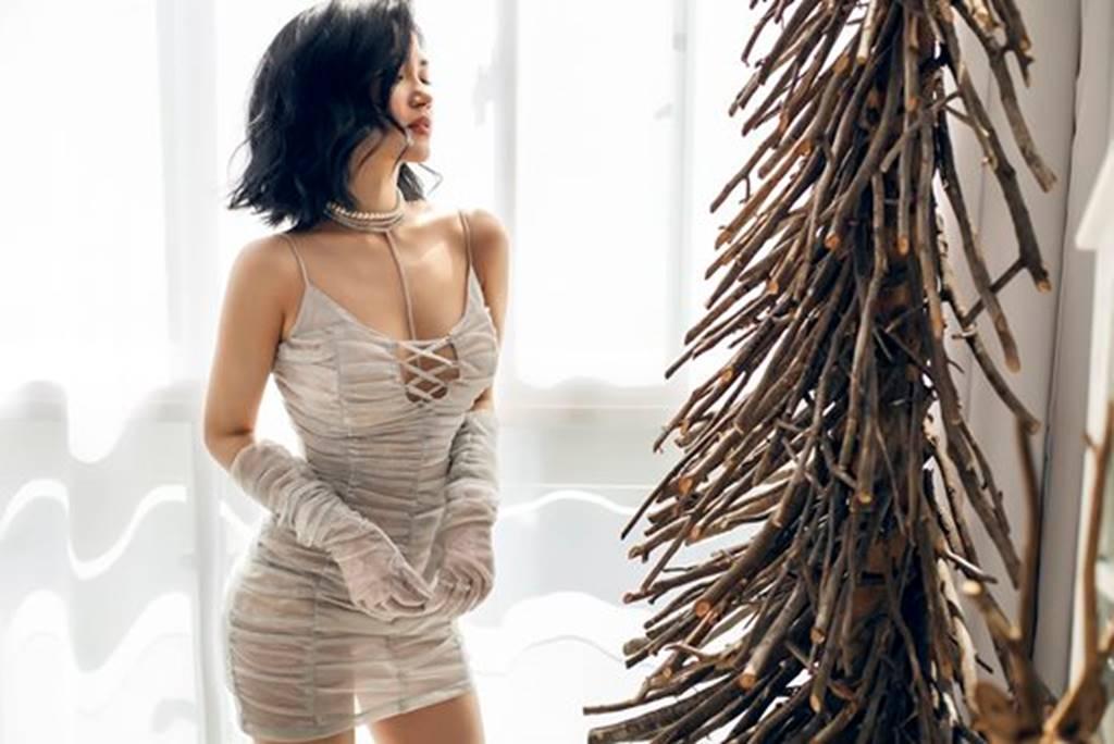 Mặc sexy trong bộ ảnh Giáng sinh, Sĩ Thanh khiến fan chao đảo-7