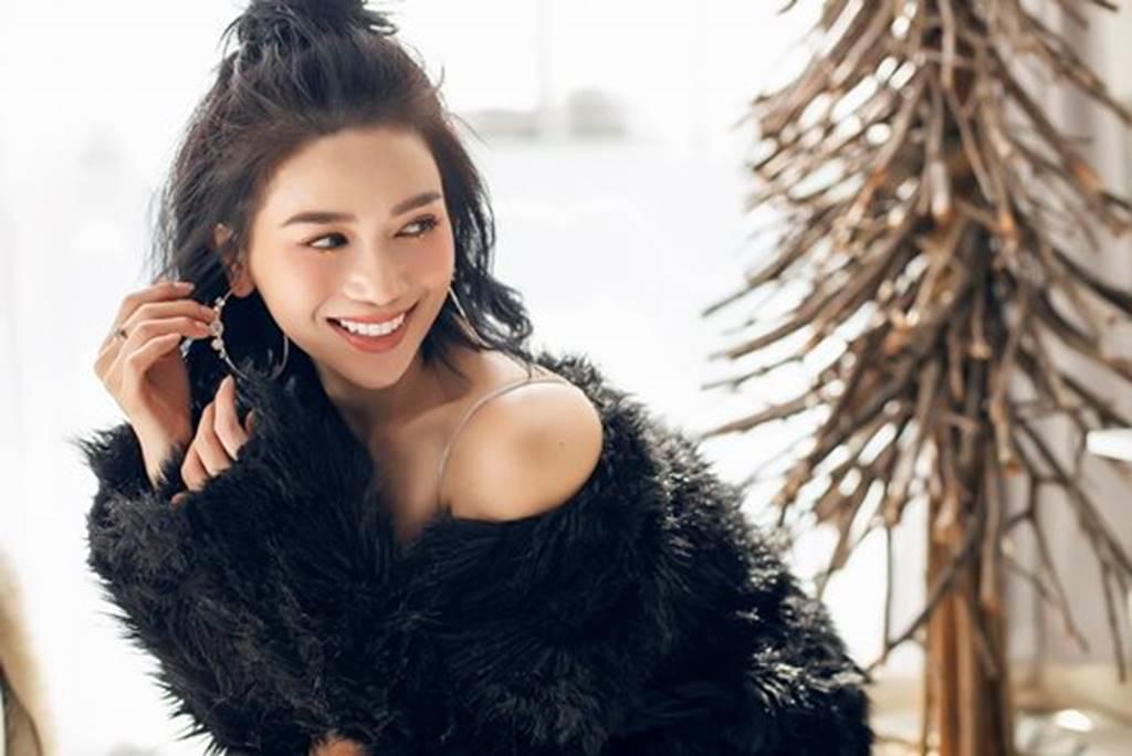Mặc sexy trong bộ ảnh Giáng sinh, Sĩ Thanh khiến fan chao đảo-8