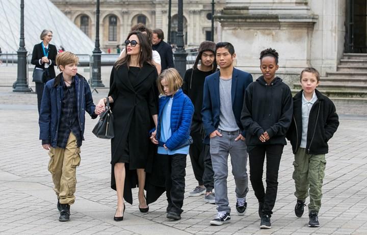 Brad Pitt đã đốt nửa số gia tài để giải quyết vụ ly hôn với Angelina Jolie: Con số chính xác có thể gây sốc?-2