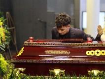 Trực tiếp: Xuân Bắc, NSND Lan Hương, vợ NSND Anh Tú khóc nức nở trong đám tang