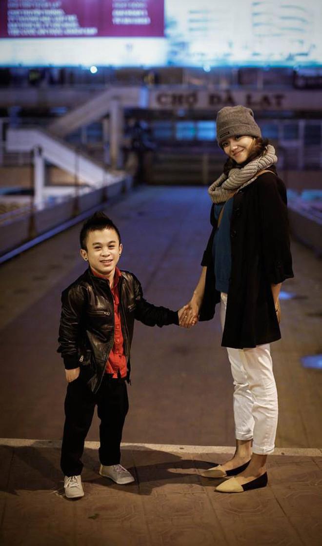 Sau 2 năm chia tay bạn gái người mẫu, chàng lùn 1m26 Trần Xuân Tiến đang hẹn hò với người mới xinh như hot girl?-2