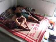 Đôi trai gái nằm ôm hôn trên giường mặc bạn thân ngồi cạnh, câu chuyện khiến nhiều người bức xúc