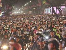 Hà Nội: Đêm Noel đông như nêm, tắc mọi phố dẫn đến Nhà thờ Lớn