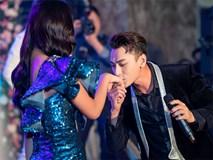 Hoa hậu Tiểu Vy ngượng ngùng khi được Isaac hôn lên tay