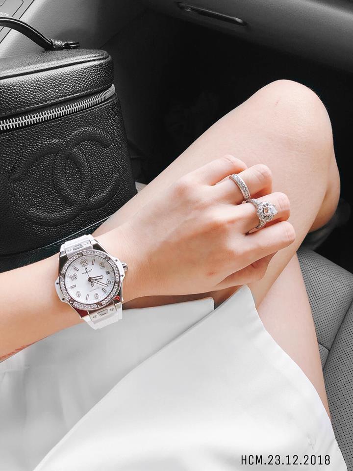 Đẳng cấp như Vân Navy: Mua xe tiền tỷ tặng chị, sắm nhẫn kim cương tặng chồng và khối tài sản kếch xù tuổi 28-3