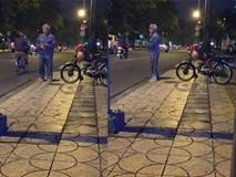 Cụ ông Sài Gòn chạy xe ôm truyền thống cùng câu mời chào
