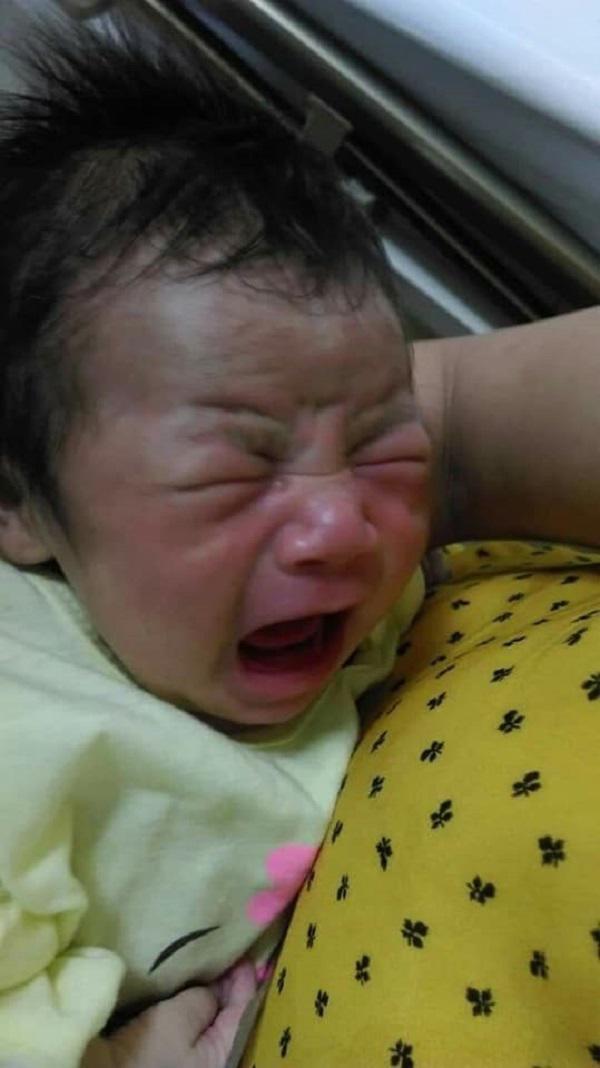 Sau tiếng thở mạnh, con trai phải cấp cứu, chồng tật nguyền hằng ngày dìu vợ đi tiếp sữa-5